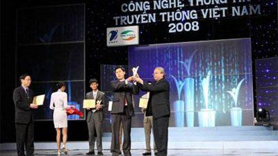 """CMS vinh danh """"Máy tính Thương hiệu Việt Nam xuất sắc"""" tại Vietnam ICT Awards 2008"""