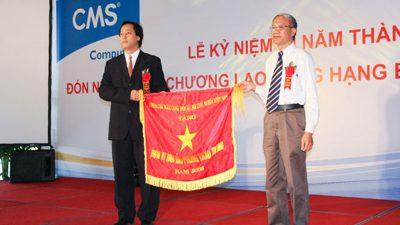 CMS vinh dự đón Huân chương Lao động Hạng ba và Cờ thi đua Chính Phủ